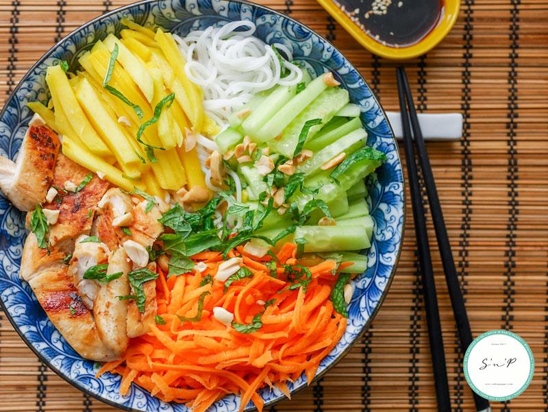 Recette de salade vietnamienne poulet mangue et ...